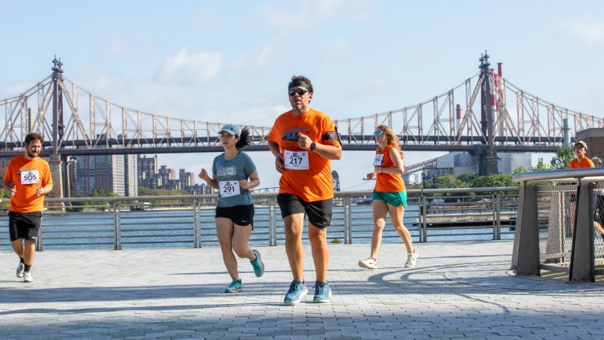 Runners during the LIC 5K with the Queensboro Bridge in the background (Photo: Alex Lopez)